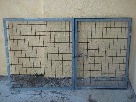 Grade de ferro com porta