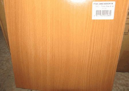 Conjunto de cinco Quadrados em madeira prensada