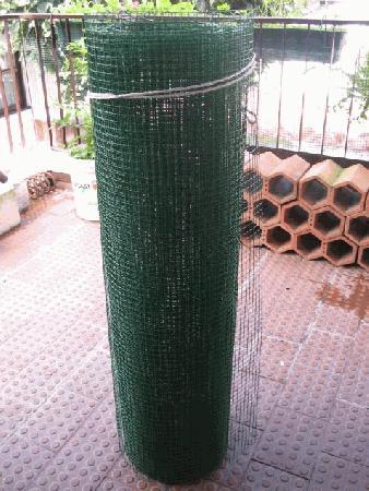 Rede verde + ou - 9 metros de comprimento por 1 metro altura